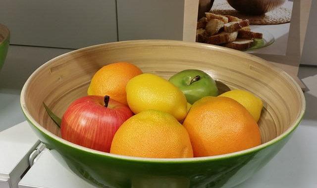 Ist frischer Fruchtsaft gesünder als Früchte essen?