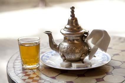 Traditioneller Marokkanischer Tisch mit Tee