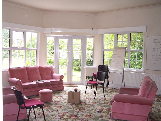 Wohnzimmer Rosa Blumenteppich