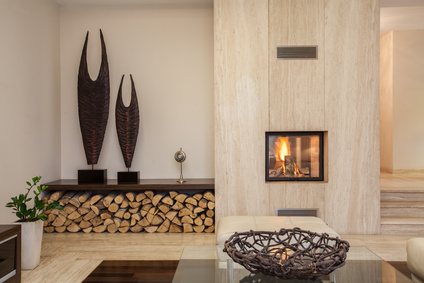 Moderne Wohnzimmer Idee Mit Kamin: Stein Und Holz Als Dekoelemente