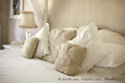 schlafzimmer im landhausstil einrichten. Black Bedroom Furniture Sets. Home Design Ideas