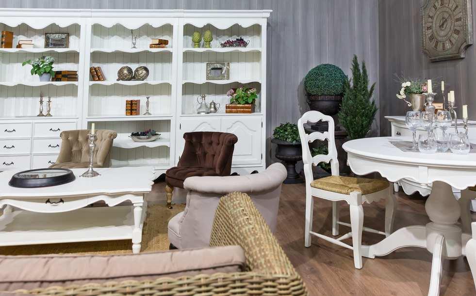 Wohnzimmer Im Landhausstil   Sofa Und Esstisch Weiss