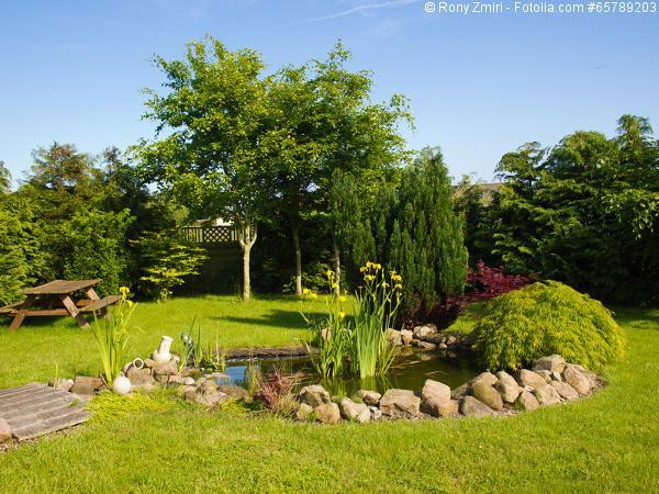 Gartengestaltung ideen mit teich und teichbr cken aus holz - Gartengestaltung mit teich ...