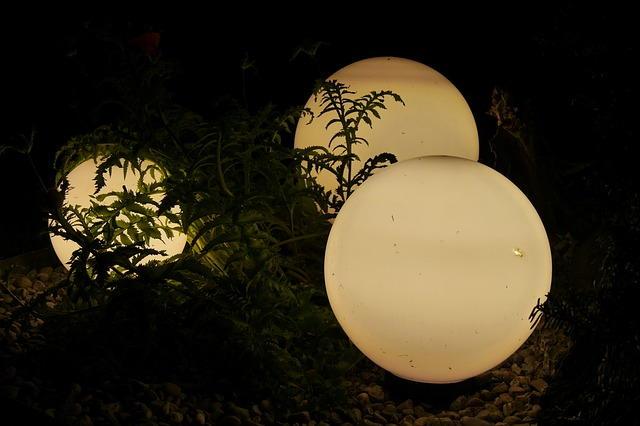 Photo of Teichbeleuchtung: Dekorative LED-Kugelleuchte und Unterwasserbeleuchtung für den Teich
