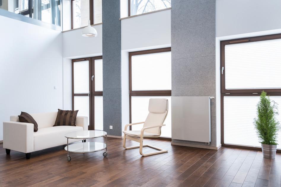 wei e sofas hell elegant und gem tlich. Black Bedroom Furniture Sets. Home Design Ideas