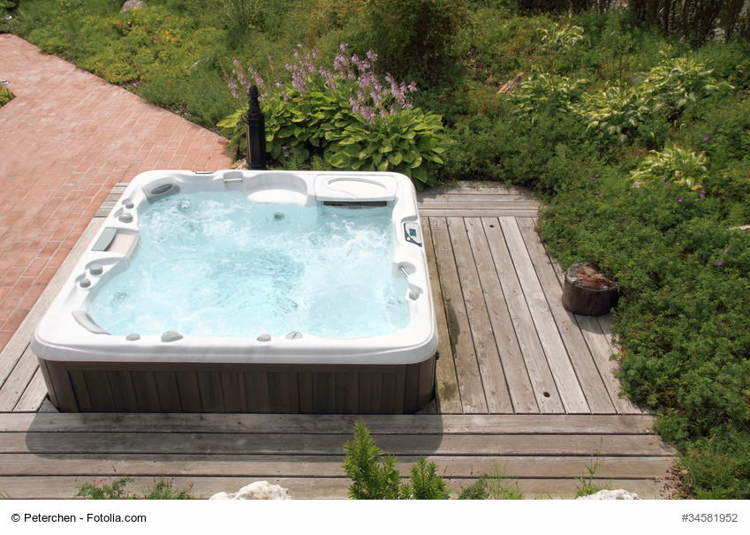 whirlpool outdoor jacuzzi f r den garten. Black Bedroom Furniture Sets. Home Design Ideas